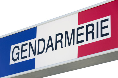 enseigne Gendarmerie isolée sur fond blanc